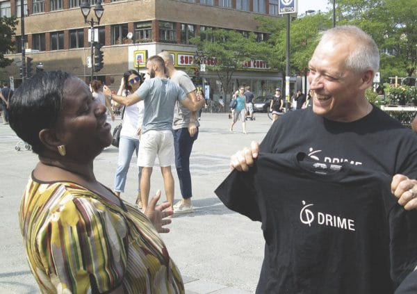 Person from DRIME speaking and smiling at a lady on the street